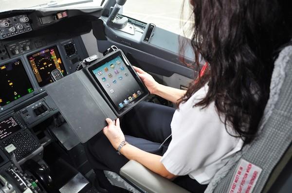 Alaska Airlines sustituye sus manuales de a bordo por iPads