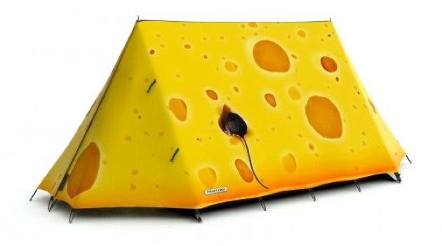 Haciendo camping dentro de un queso