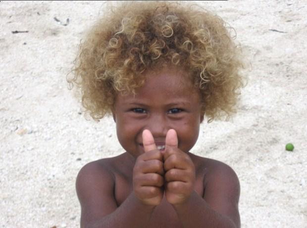 Melanesios con pelo rubio