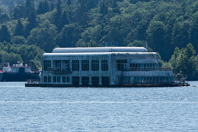 El primer McDonalds flotante será rehabilitado como embarcadero en Vancouver