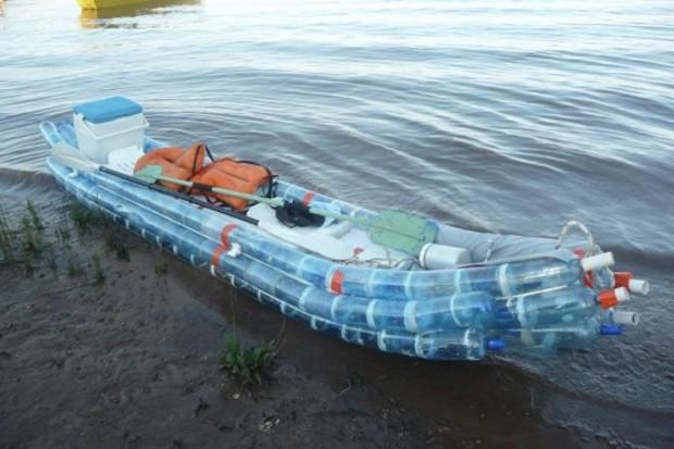 Federico-Blanc-Recycled-Plastic-Soda-Bottles-Kayak-1-537x358