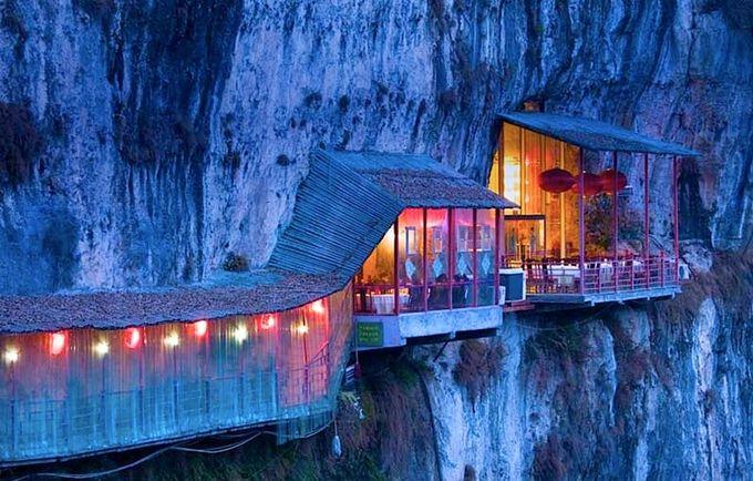 El restaurante colgante de La Cueva de los Tres Viajeros