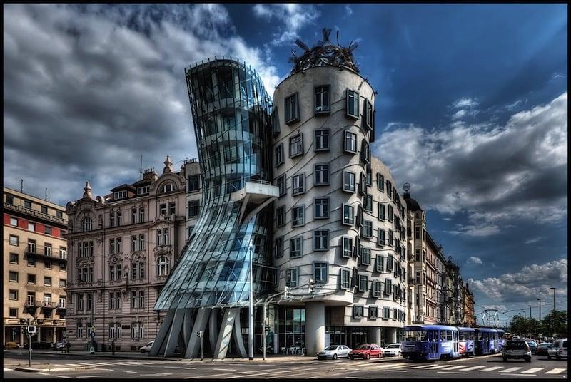 La casa de Praga que imita las olas del río Moldava