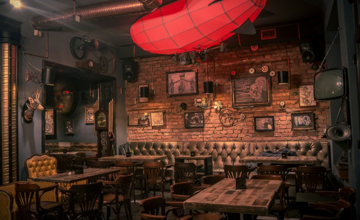 Joben Bistro fantastico pub rumano estilo steampunk