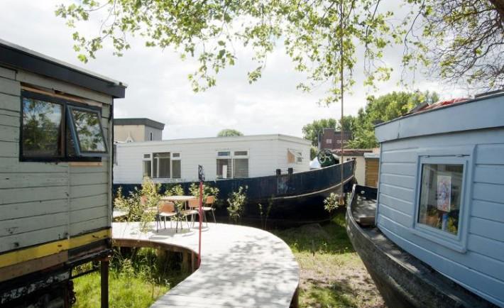 De Ceuvel muelle Amsterdam convertido oasis urbano