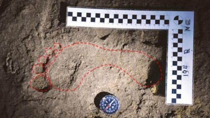 Huella humana antigua Europa cueva Rumania