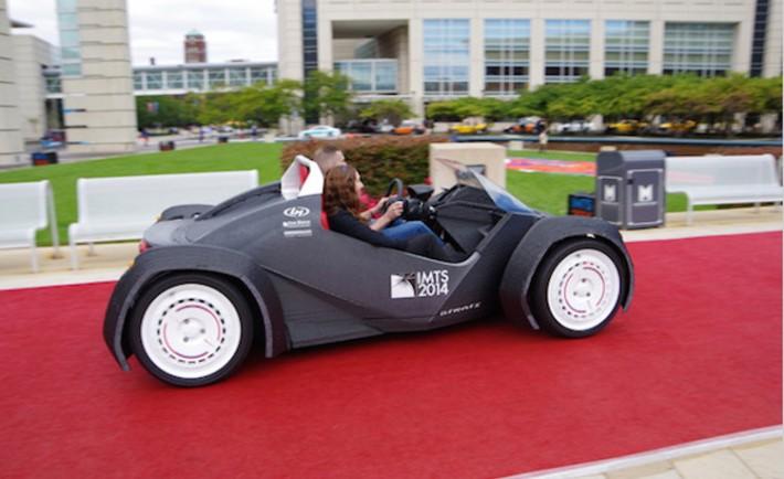Strati primer coche fabricado impresora 3D