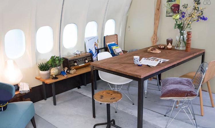 Airbnb sortea una noche en un avión-hotel de KLM