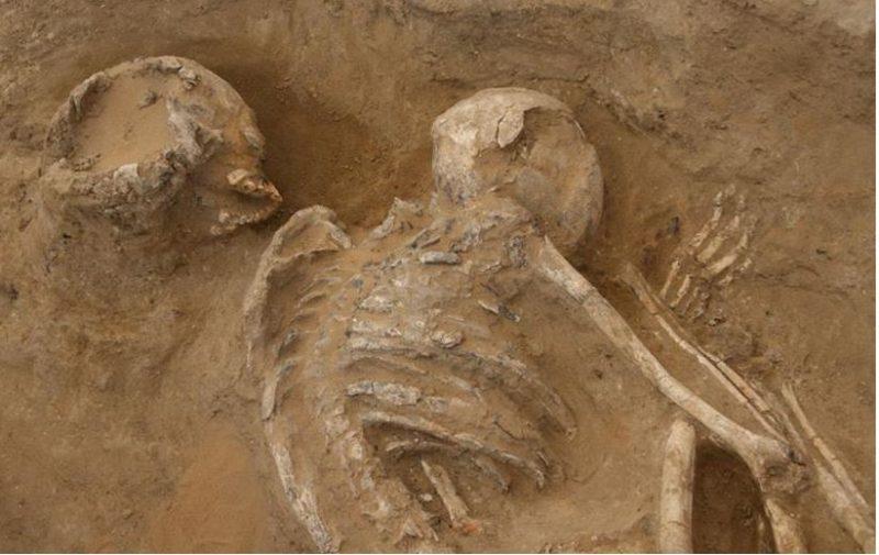Hallan en Egipto restos de talleres neolíticos de procesado de hematita, los primeros conocidos en el desierto occidental