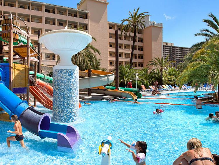 Vacaciones en benidorm para toda la familia con hoteles magic for Hoteles en benidorm con piscina climatizada