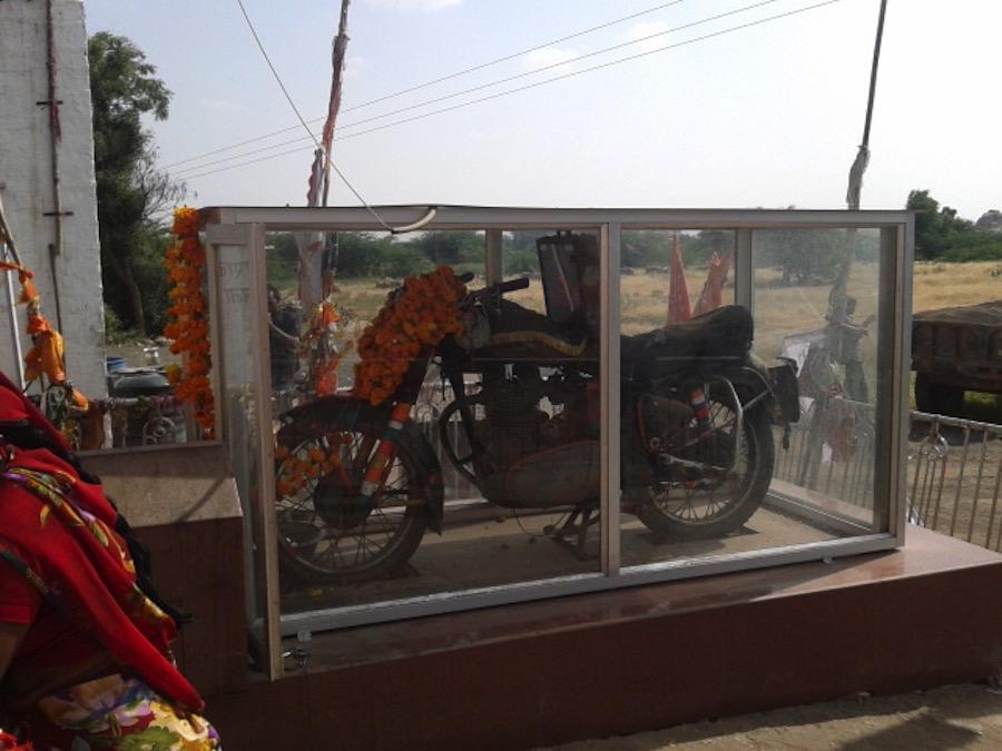 Om Banna, el templo indio del dios de las motocicletas