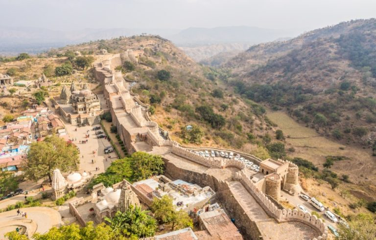 El fuerte medieval de Kumbhalgarh en India, la segunda muralla más grande del mundo