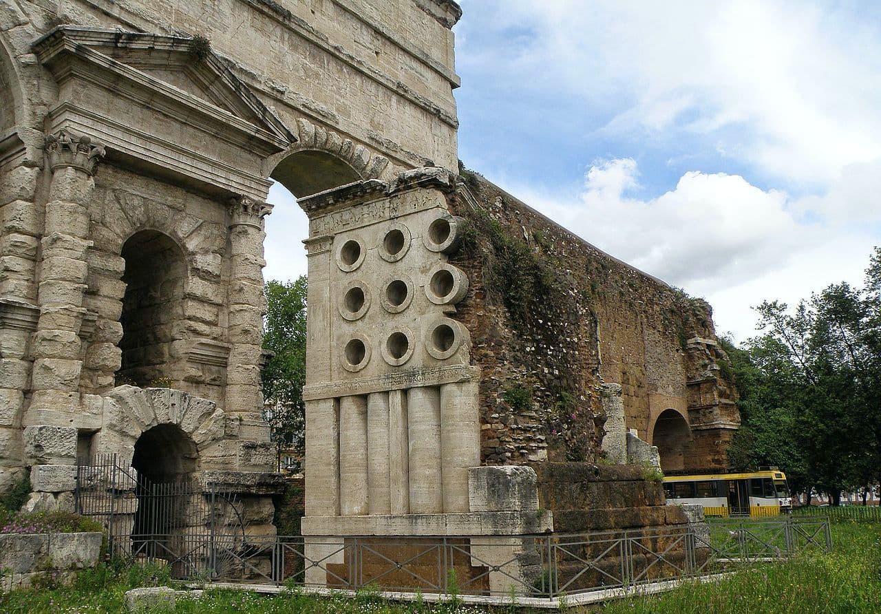 Rione_xv_esquilino_roma_italy_-_panoramio_39-2